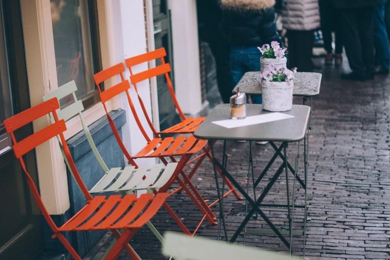 Få plads til flere gæster i restauranten med klapstole